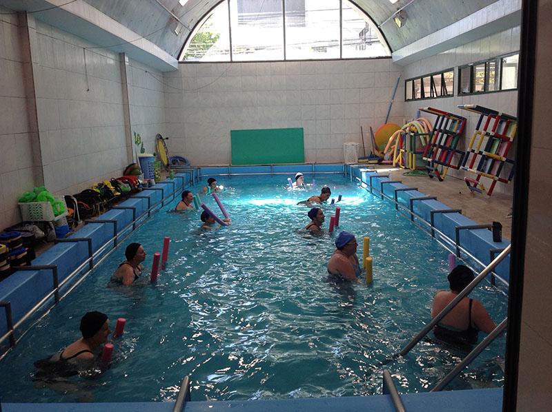 Turma da aula de hidroginástica da Aqua Fisio Caxias do Sul